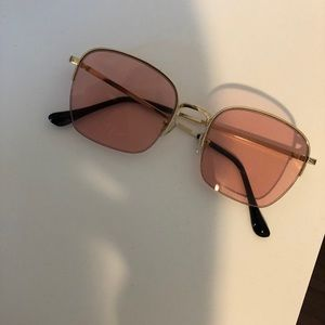 Pink lenses sunglasses